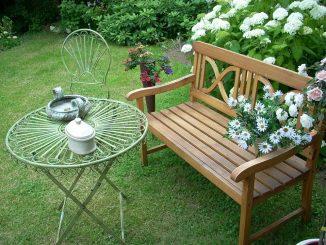 градина с пейка